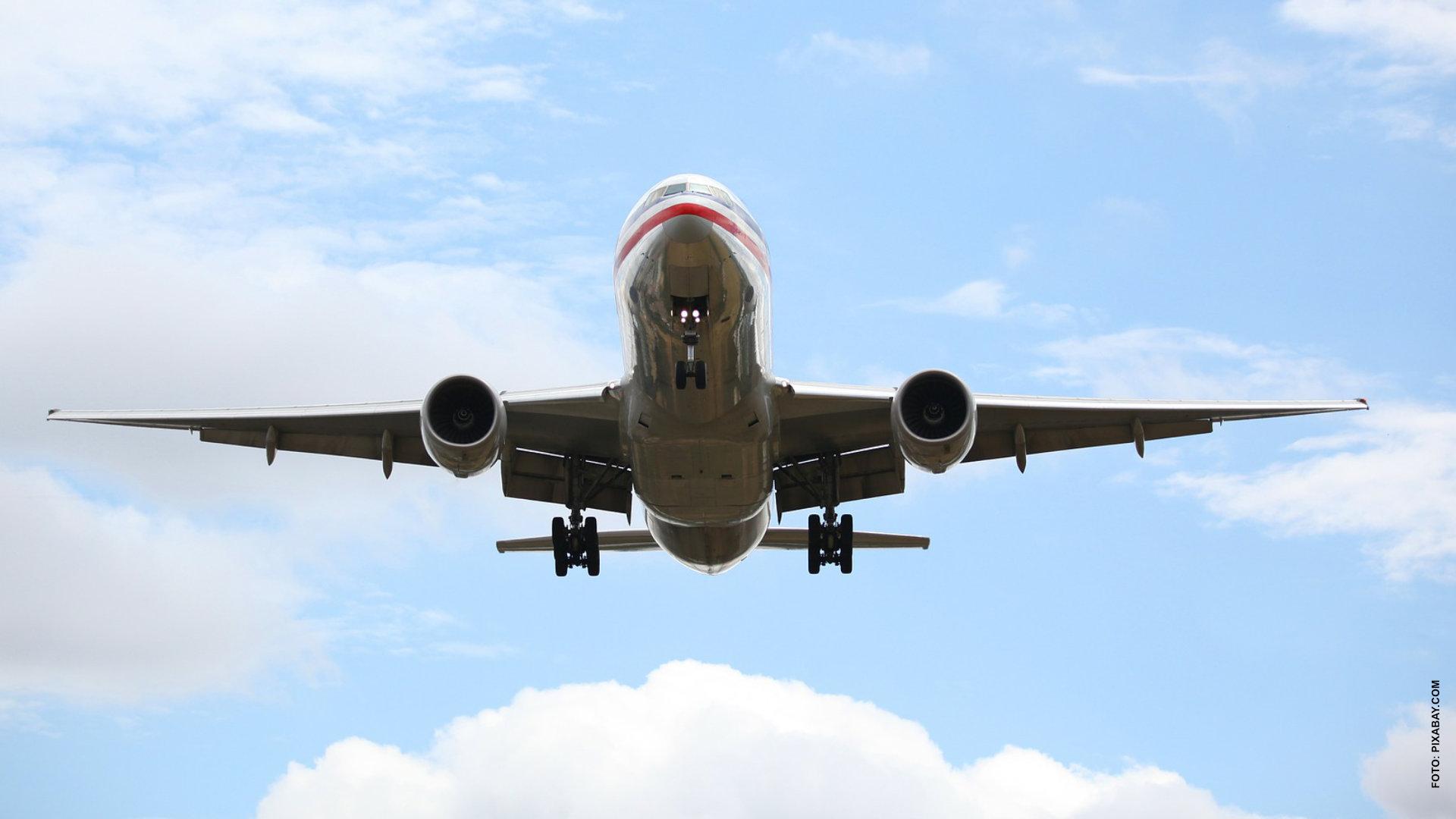 Aerolíneas casi duplican precios a canadienses en el extranjero